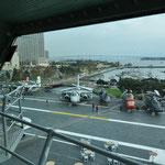 Sicht von der Kommandobrücke aufs Oberdeck.