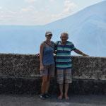 Angi und Willi am Kraterrand.