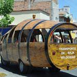 Komische Transportmittel in Tequila - im Fass zur gewünschten Destillerie.
