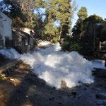 ... gewaltige Mengen von Wasser heruntergeschossen kamen...