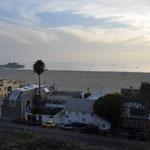 """Strand und Pier von Santa Monica, weltbekannt durch den Film """"Forrest Gump"""" oder die Serie """"Baywatch""""."""