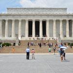 """Das Lincoln Memorial von aussen. Hier hielt Martin Luther King seine berühmte Rede (""""I have a dream..."""")."""