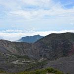 Auch vom Aussichtspunkt weiter oben konnten wir nicht ganz in den Krater hineinsehen.
