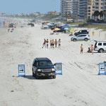 Gegen Bezahlung darf man am Strand entlangfahren.