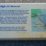 Eine Schautafel erklärt Sinn und Bedeutung der zwei SR 111-Gedenkstätten.