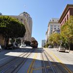 Steile Strassen sind typisch für San Francisco.
