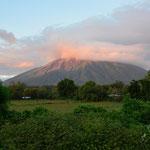 Der Vulkan Concepción in Abendstimmung.