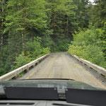 Brückenüberfahrt. Beruhigenderweise sollen auch Lastwägen darüberfahren.