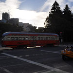Nostalgische Strassenbahnen in allen Farben verkehren in San Francisco.