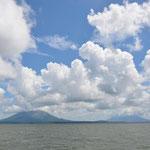 Blick auf die Insel Ometepe, links der Vulkan Concepción und rechts der etwas kleinere Vulkan Maderas.