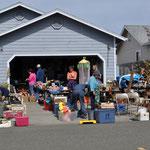 Typischer Yard Sale, natürlich ist Angi mittendrin :-)