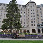 Ein 5-Stern-Hotel, 2 müde Wandervögel und ein 1-Stern-Sandwich.