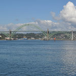 Blick auf die Brücke in Newport.