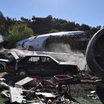 Inszeniertes Trümmerfeld eines Flugzeugabsturzes.