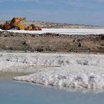 Maschinen zur Salzgewinnung - echte Farbtupfer :-)