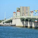 Die Bridge of Lions, ein Merkmal der Stadt.