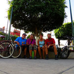Auf dem Dorfplatz von San Blas.