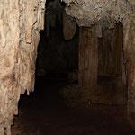 Weiter hinten in der Grotte gab es tatsächlich Wasser, uns war es aber zu dunkel, um hier Schwimmen zu gehen.