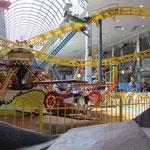 Einkaufszentrum mit Galaxyland Amusement Park.