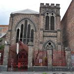 Auch diese Kirche ist etwas in Schieflage geraten...