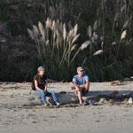 Angi und Markus geniessen die letzten Sonnenstrahlen des Tages.