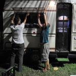 Mogli's Fenster musste repariert werden. Auch das gehört zum Reisen dazu.