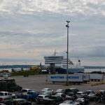 Die Fähre nach Neufundland ist bereit um die Ladung aufzunehmen.