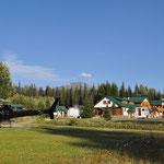 Schöne Bell 2 Lodge mit Heli-Basis als Übernachtungsplatz.