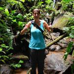 Angi ist auf einem Stein ausgerutscht und musste ins Wasser stehen. Egal, die Abkühlung tat gut!