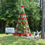 In Christmas steht der Weihnachtsbaum das ganze Jahr draussen.