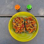 Toastbrot mit dem Resten der Fajitas-Füllung und zwei (Halloween-) Cupcakes.