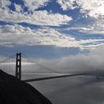 Zum Abschied versteckte sich die Brücke im Nebel.