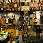 Im Saloon. Sammelsurien aus der ganzen Welt.