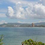 Blick aus der Ferne auf Jacó, die für Costa Rica untypischen Hochhäuser sind von weitem sichtbar.