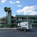 Mit dem Reisemobil vor dem Tennisplatz des Miami Open.