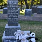 Das Grab des unbekannten Kindes. Dank moderner DNA konnte es Jahre nach dem Unglück als Sidney Lesley Goodwin identifiziert werden.