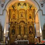 Um diesen goldenen Altar rankt sich eine Geschichte... Ein Pfarrer soll ihn schwarz angemalt haben, um ihn vor den Piraten zu verstecken.