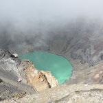 Ab und zu zeigte sich der Kratersee, manchmal war er ganz in Nebel gehüllt.