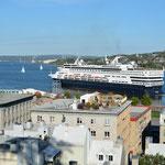 """Eine """"Ladung Kreuzfahrtpassagiere"""" verlässt Québec City."""