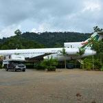 Ein Restaurant mit besonderem Blickfang: ein Flugzeug im Garten. Dieses wollen sie zu einer Bar ausbauen. Finden wir cool.
