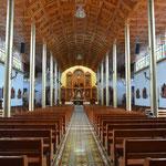 Imposante Holzdecke in der Kirche.