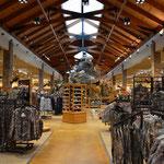 Im Cabela's Store, ein riesiger Fischer-, Jäger- und sonstiger Outdoor-Ausstattungs-Laden.
