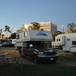 In Long Beach angekommen - zentrumsnaher und doch schöner Platz unter Palmen.