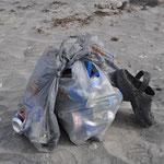 Es war schnell aufgeräumt und auch Abfalleimer stehen genügend zur Verfügung.
