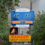 Die Warnschilder kündigen die nächste Flut an.