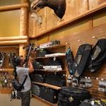 Claudio ging im Laden mit einer Armbrust auf Elch-Jagd...