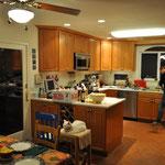 Vorbereitungen für unseren Fondue-Abend. Markus war in unsere Pläne eingeweiht, Peggy wurde nach ihrem Arbeitstag damit überrascht.