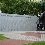 Auch hier gibt es natürlich Gedenkstätten. Dieses Mal nicht für die im Krieg Gefallenen, sondern für die im Dienst verstorbenen Feuerwehrleute.