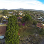 Charly's Grundstück liegt im Vordergrund, im Hintergrund das kleine Dorf Santa Elena.
