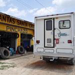 """Beim """"Pinchazo"""" ist der Pneu in kürzester Zeit wieder repariert und montiert."""